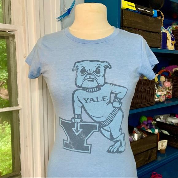 Yale bulldogs graphic tee
